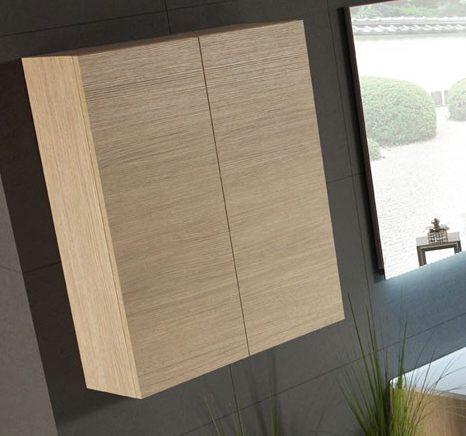 armario auxiliar de baño con puertas de madera suspendido en pared oscura