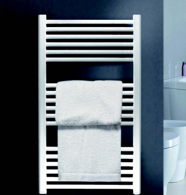 Ventajas de instalar un radiador toallero en casa for Decoracion toalleros para bano