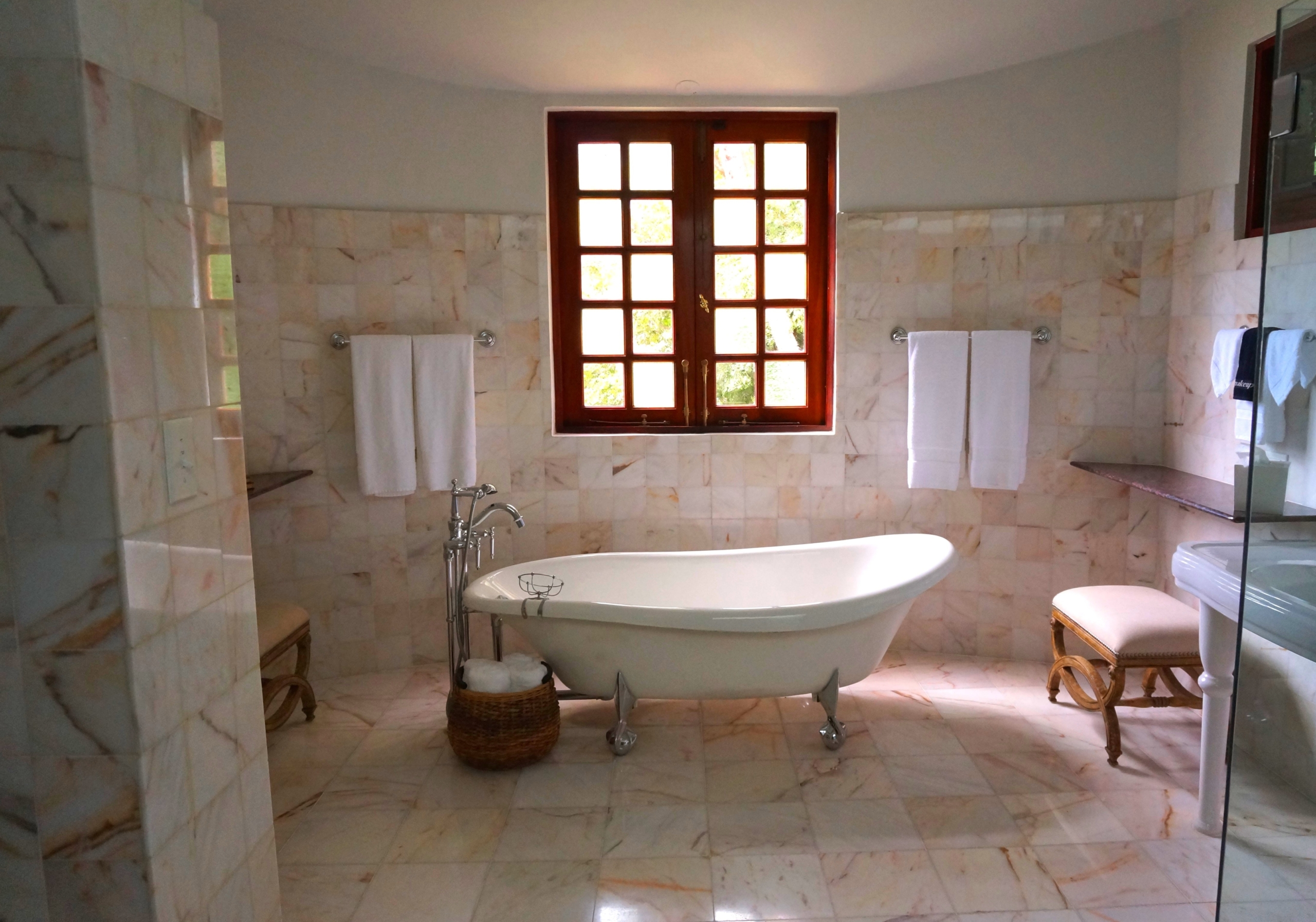 bath bathroom bathtub 105934 - Te proponemos muebles para equipar tu baño
