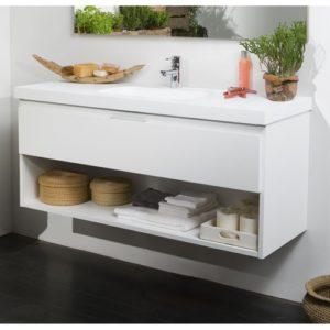 Mueble de baño con cajón abierto, para dar sensación de amplitud.