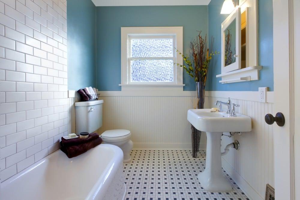 accesorios de baño decorar cuarto blanco y azul
