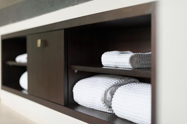 organizar muebles de baño