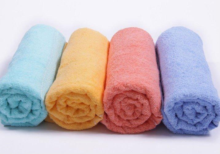 C mo colocar las toallas en el ba o tbp for Accesorios para poner toallas en el bano