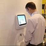 Videojuego en un lavabo de Japón