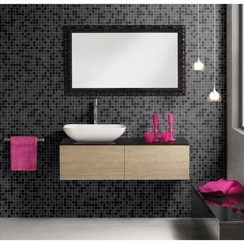 Una de las tendencias que mejor consiguen aportar modernidad al cuarto de baño es la decoración a base de azulejos. Por ello, si finalmente el azulejo es la elección para el revestimiento del cuarto de baño, hay que tener en cuenta que el estilo va a quedar condicionado por el tipo de material que se utilice.